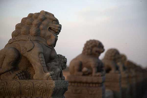 Row of lions sculpted out of stone | Pont Marco Polo | Chine