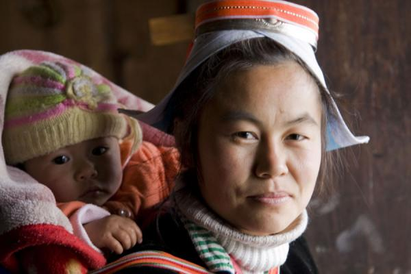 Picture of Traditionally dressed Gejia woman with child in Matang