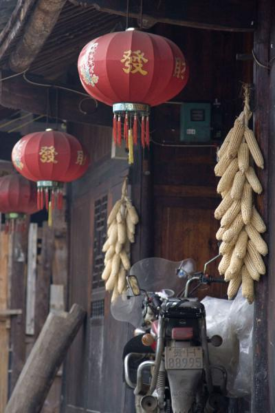 Picture of Matang Village (China): Entrance of house in Matang: corn and Chinese lanterns