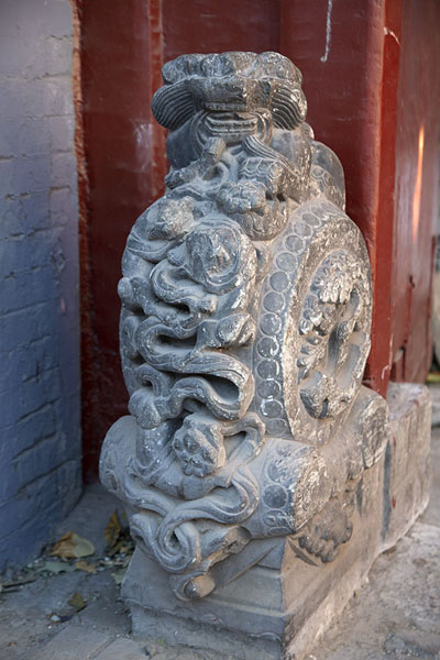 Drumstone at the entrance of a house | Nanluogu hutongs | China