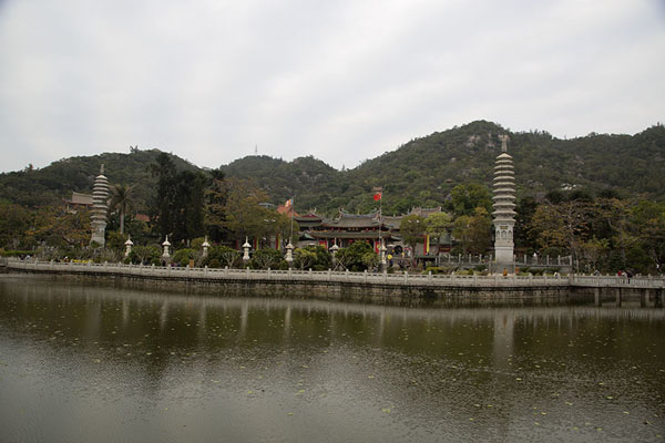 Photo de Pool at the southside of Nanputuo temple complexXiamen - Chine