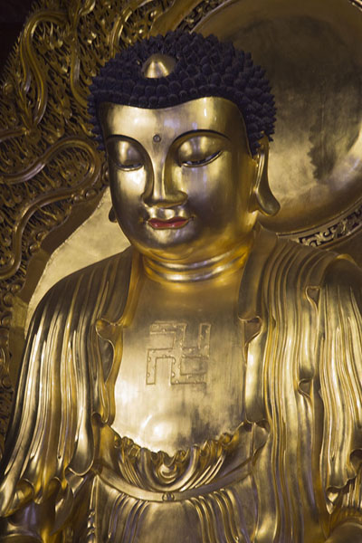 Photo de Golden Buddha statue in the Mahavira hallXiamen - Chine