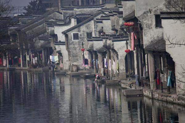 Row of Baijianlou buildings on one of the canals of Nanxun | Nanxun Old Town | Cina