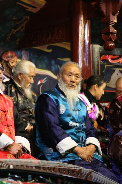 Friendly old face: musician of the Naxi Orchestra | Naxi orkest | China