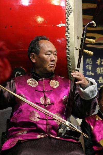 Picture of Looking at his colleague musicians in the Naxi Orchestra