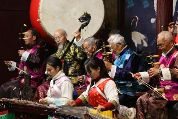 Performing classical Chinese music: the Naxi orchestra | Orquesta Naxi | China