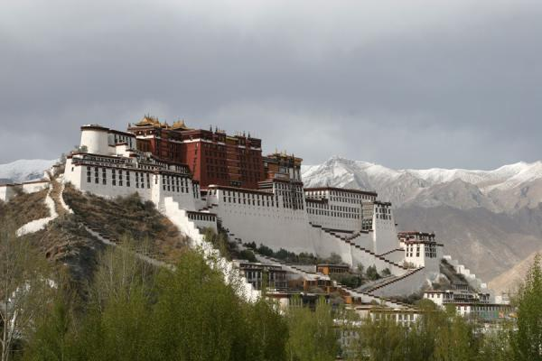 Picture of Potala Palace seen from the Chagpo Ri