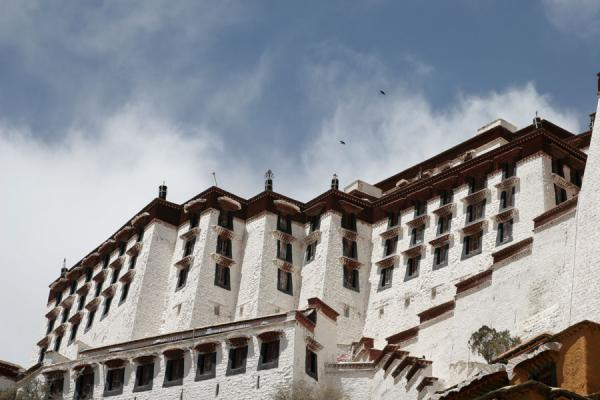 Picture of West wing of the Potala palace