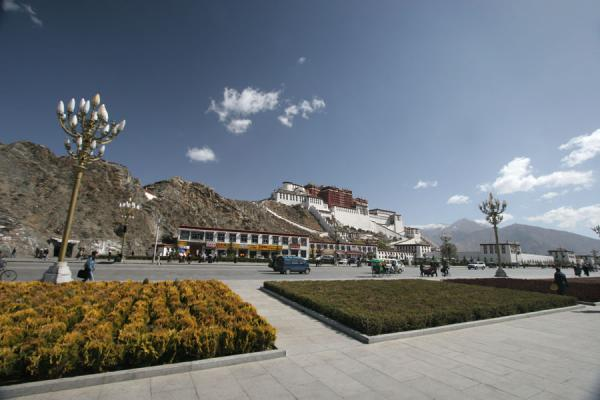 Picture of Potala palace seen from Potala square