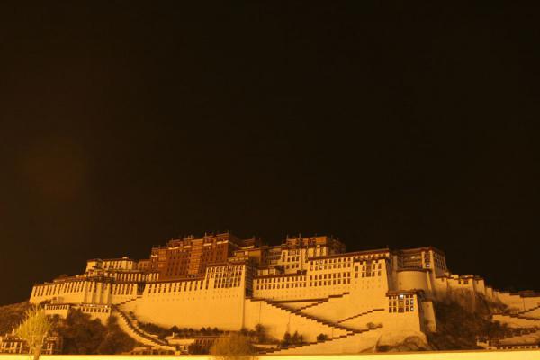 Inilah Istana Termegah Di Dunia