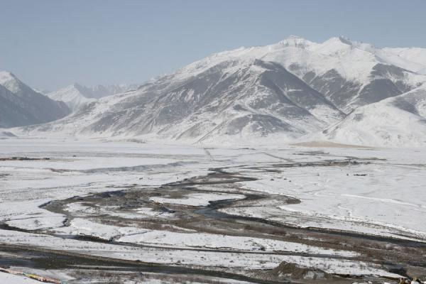Picture of Qinghai landscape (China): River in snowy landscape, south of Yushu/Jyekondo