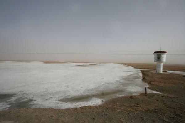Picture of Qinghai landscape (China): Frozen river and water tower near Maduo
