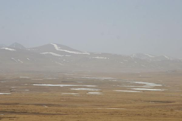 Picture of Qinghai landscape (China): Mountains surrounding a barren plain in Qinghai province