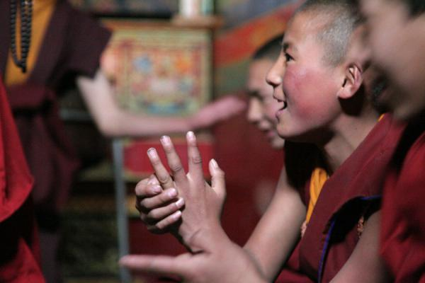 Picture of Sakya monastery (China): Monk trying to convince his adversary-monks at the debating ceremony