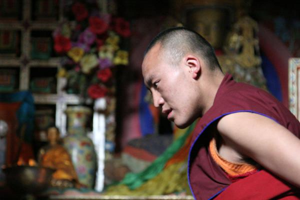 Picture of Sakya monastery (China): Monk at Sakya monastery during the debating session