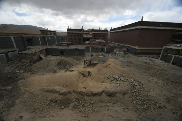 Picture of Sakya monastery (China): Reconstruction works at Sakya monastery