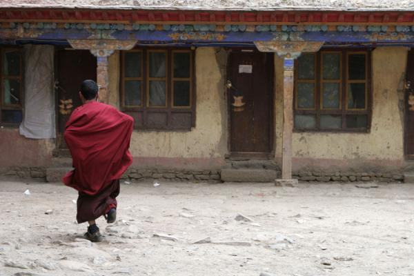 Picture of Sakya monastery (China): Sakya monastery: monk running about the barracks