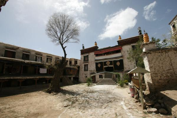 Picture of Sera monastery (China): Quiet courtyard of Sera monastery