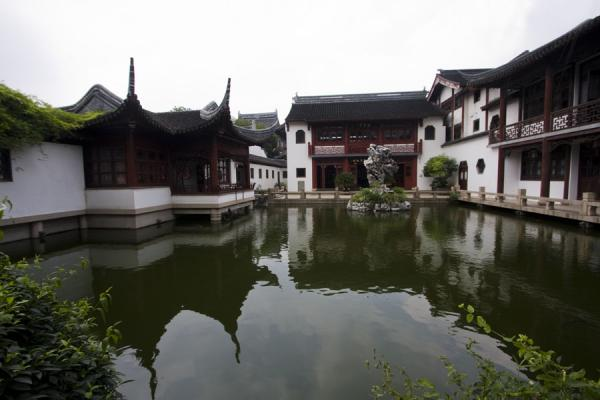 Reflection Pond with Listening to Rain Hall | Tempio di Confucio | Cina