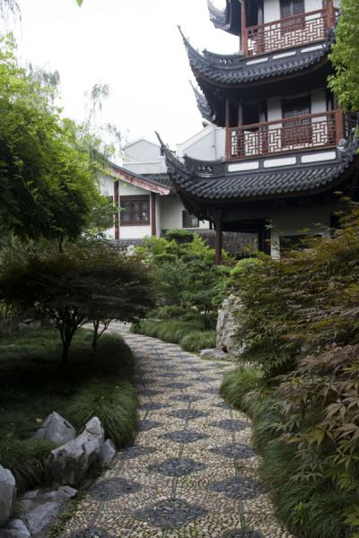 Path leading through garden with the Kui Xing pagoda | Confucian Temple | China