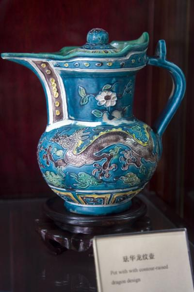 One of the may teapots in the Teapot museum of the Confucian Temple | Tempio di Confucio | Cina
