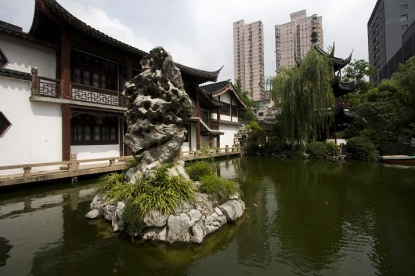 Reflection Pond with rocky islet and hall in the background | 上海 | 中国