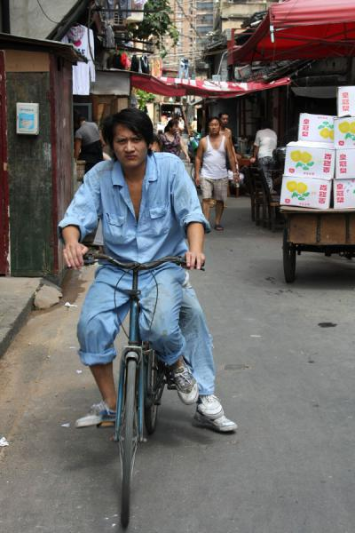 Cyclist in one of the many streets | Shanghai Old City | China