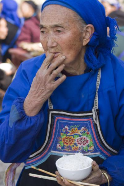 Old Miao woman having lunch | Shi Long Zhai | China