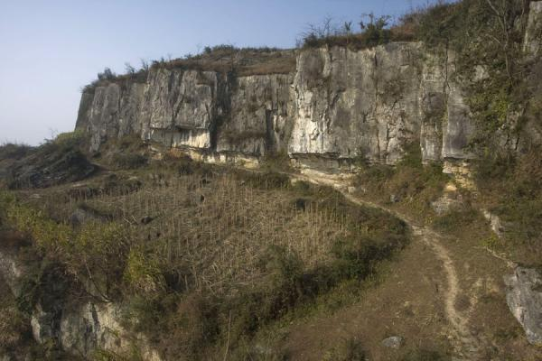 Cliffs and path in the vicinity of Shi Long Zhai | Shi Long Zhai | China
