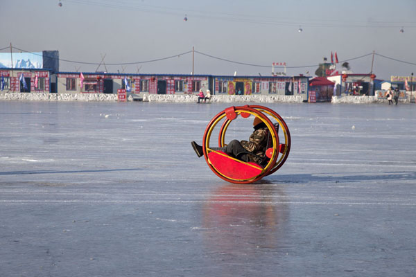 People moving on the ice of the Songhua river in a peculiar way | Songhua Winter Activities | China