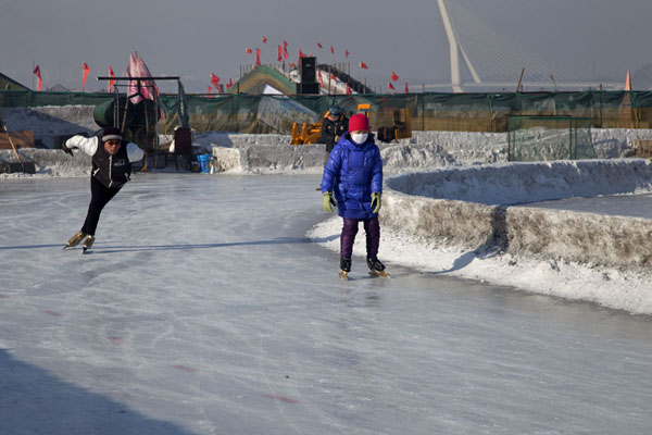 Foto de Small skating rink on the Songhua riverHarbin - China