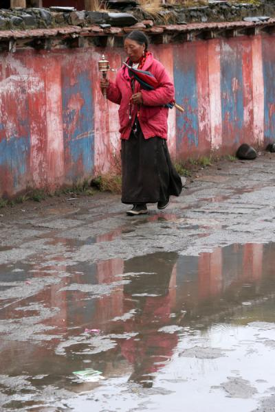 Picture of Woman walking clockwise around Tagong monastery