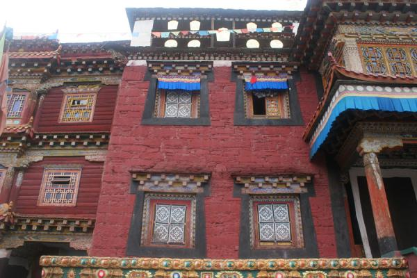 Detail of the walls of Tagong monastery | Tagong monastery | China