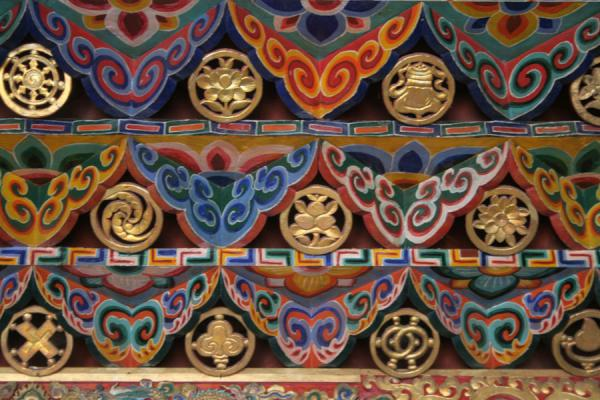 Close-up of colourful lower roof of Tagong monastery | Tagong monastery | China