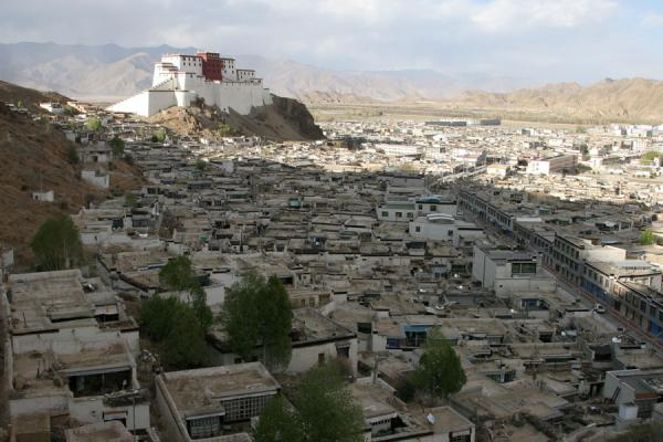 Picture of Tashilhunpo kora (China): View over Shigatse and Shigatse fortress from Tashilhunpo kora