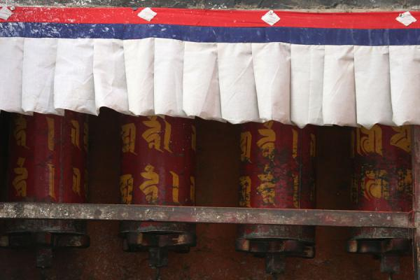 Picture of Red prayer wheels of Tashilhunpo monastery