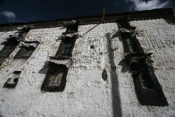 Afternoon sunlight on building of Tashilhunpo monastery | Tashilhunpo monastery | China