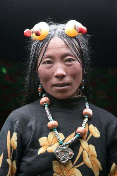 Picture of Tibetan nomads (China): Tibetan nomad woman in her tent with traditional jewellery