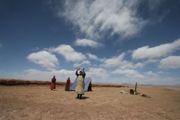 Tibetan pilgrim in the desolate landscape south of Lake Ngoring Tso | Tibetan pilgrims | China