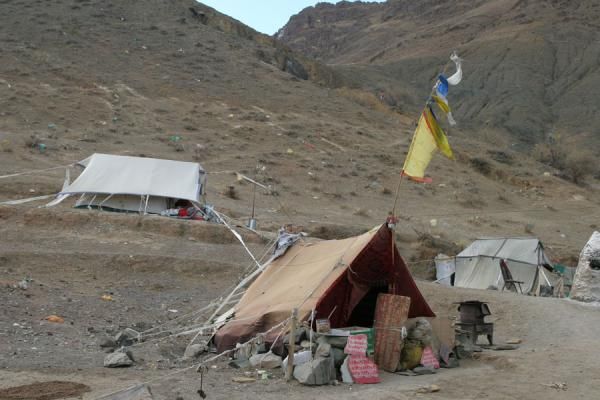 Picture of Tibetan pilgrims (China): Pilgrim tent camping on the kora around Tashilhunpo monastery, Shigatse