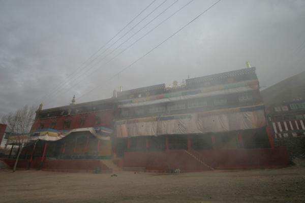 Smoke enveloping the central assembly hall of Trangu monastery | Trangu monastery | China