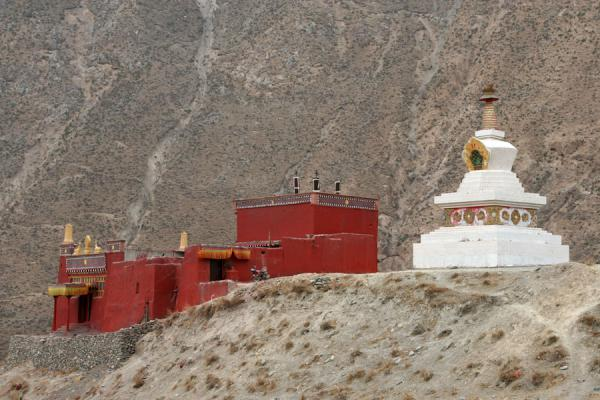 Stupa and monastery buildings at Trangu monastery | Trangu monastery | China