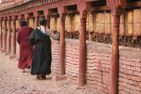 Walking the kora around Trangu monastery | Trangu monastery | China