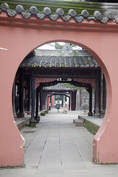 Circular gate providing access to a corridor at the side of the central hall area of Wenshu monastery | Wenshu Monastery | China