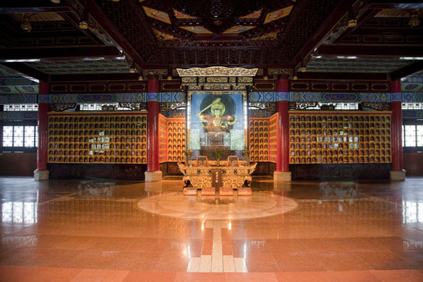 Upper hall in the scriptures hall with hundreds of small statues of Buddha | Wenshu Monastery | China