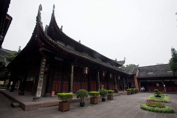 Foto de One of the halls of the main complex inside the monastery compoundChengdu - China