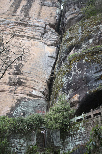 Photo de The crack in the rocks of Greak King, or Dawang, PeakWuyishan - Chine
