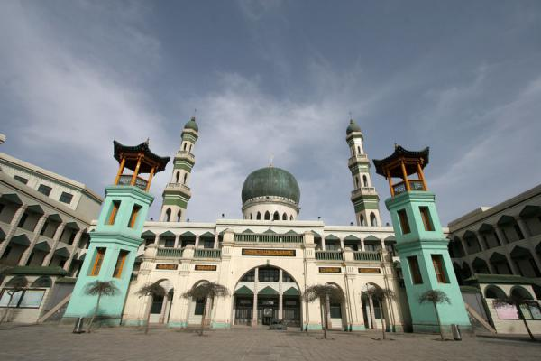 Picture of Xining Mosque (China): Great Mosque of Xining with minarets, green dome and Chinese towers