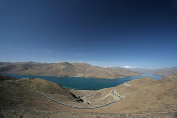 Yamdrok Lake seen from Kamba La pass | Yamdrok Lake | China