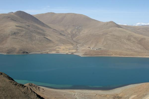 Picture of Yamdrok Lake (China): Yamdrok Tso: detail of the green-blue lake